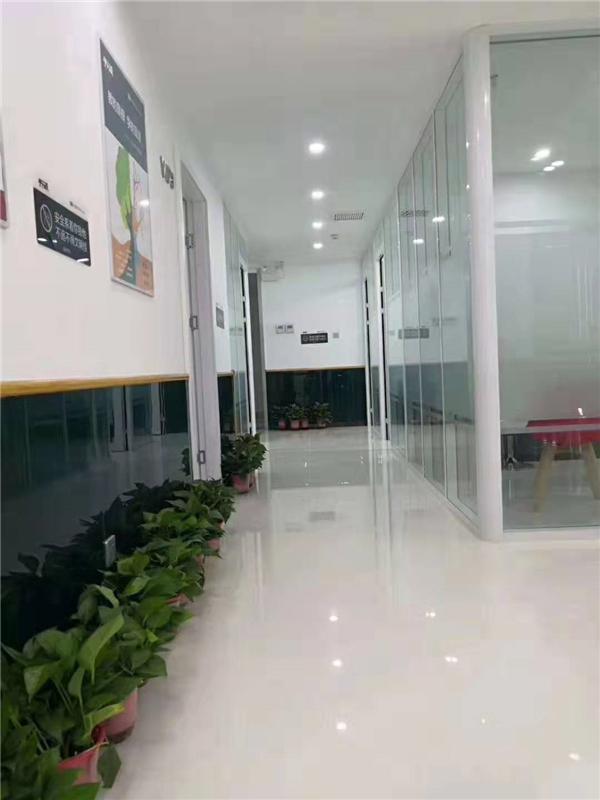 东方大厦校区走廊3.jpg